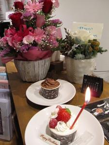 花とケーキ.JPG