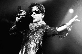 prince-1997-bw-mountain-view-calif-live-billboard-650.jpg